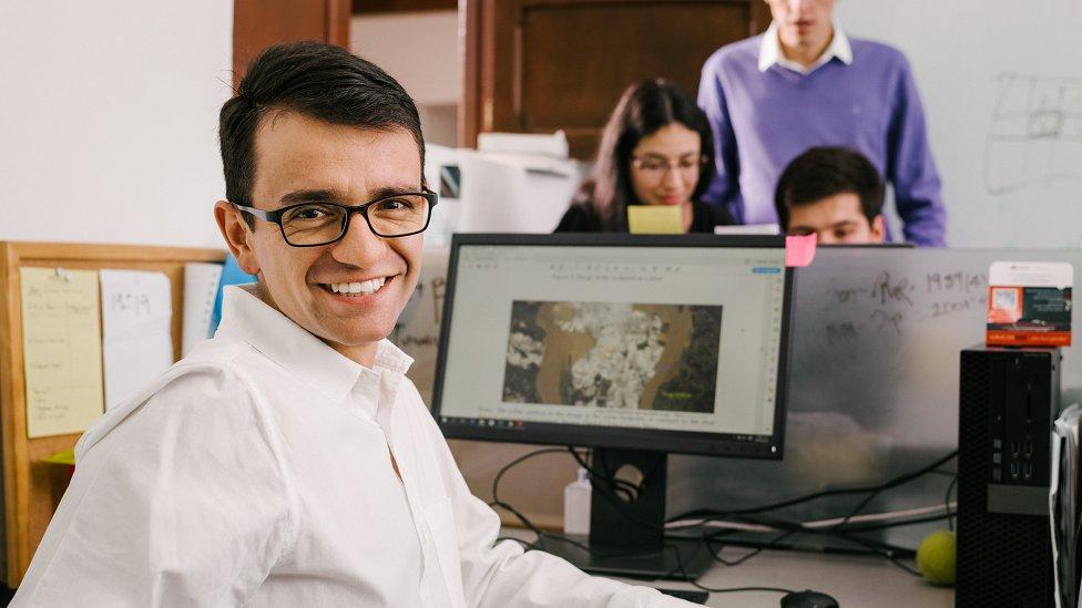 Santiago Saavedra, matemático y economista, nació en Bogotá en 1986.
