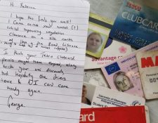 George dijo en la nota que esperaba que algunas de las tarjetas de Becca aún le fueran útiles.