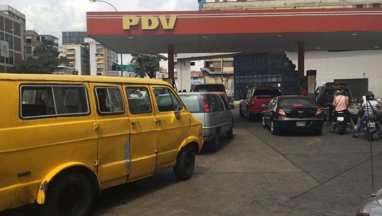 Muchos conductores no pagan en esta gasolinera de Caracas.