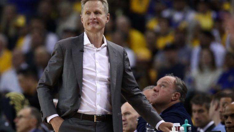 El entrenador Steve Kerr de los Warriors trabaja para las finales de la NBA. (Foto Prensa Libre: AFP)