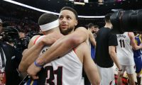 PORTLAND, OREGON - MAY 20: Stephen Curry #30 of the Golden State Warriors hugs brother Seth Curry #31 of the Portland Trail Blazers after defeating the Trail Blazers 119-117 during overtime in game four of the NBA Western Conference Finals to advance to the 2019 NBA Finals at Moda Center on May 20, 2019 in Portland, Oregon. NOTE TO USER: User expressly acknowledges and agrees that, by downloading and or using this photograph, User is consenting to the terms and conditions of the Getty Images License Agreement.   Jonathan Ferrey/Getty Images/AFP == FOR NEWSPAPERS, INTERNET, TELCOS & TELEVISION USE ONLY ==