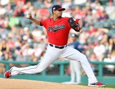 El lanzador Carlos Carrasco de los Indios de Cleveland confiesa que padece leucemia. (Foto Prensa Libre: AFP)