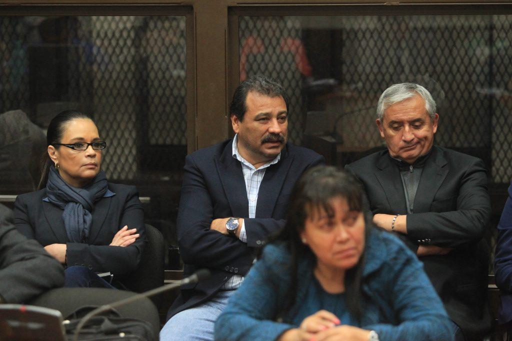 En octubre de 2017 Otto Pérez Molina, ex presidente y Roxana Baldettí, ex vicepresidenta, fueron enviados a juicio por el caso La Línea, una estructura dedicada a la defraudación aduanera. Foto Prensa Libre