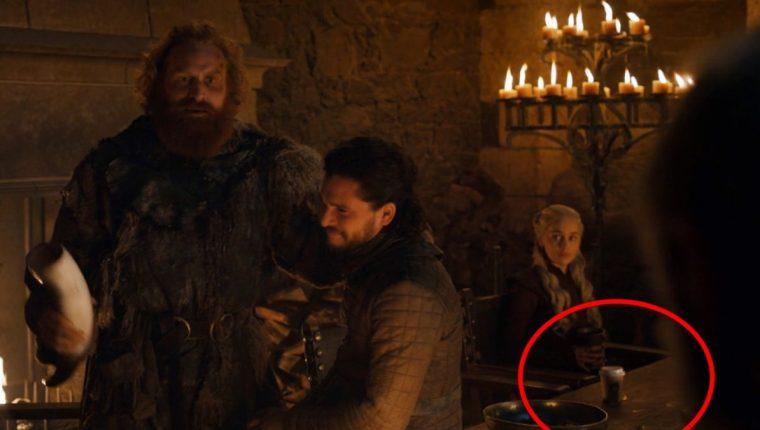 """Aspectos como la aparición de """"un vaso de café moderno"""" en escenas de Game of Thrones ha disgustado a los seguidores de la producción. (Foto del sitio t13.cl)"""