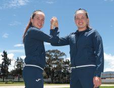 Daniela y Bárbara llevan ocho años dedicadas al triatlón de alto rendimiento con resultados positivos. (Foto Prensa Libre: Raúl Juárez)