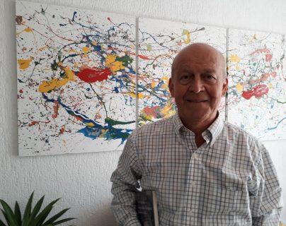 La nueva novela del escritor Fernando González Davison fue presentada recientemente en una librería del país. (Foto Prensa Libre: Pep Balcárcel)