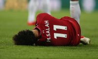 FMA0001. Newcastle (United Kingdom), 04/05/2019.- Liverpool's Mo Salah lies on the pitch after colliding with Newcastle United goalkeeper Martin Dubravka (not seen) during the English Premier League soccer match between Newcastle United and Liverpool FC at St James' Park in Newcastle, Britain, 04 May 2019. (Reino Unido) EFE/EPA/NIGEL RODDIS EDITORIAL USE ONLY. No use with unauthorized audio, video, data, fixture lists, club/league logos or 'live' services. Online in-match use limited to 120 images, no video emulation. No use in betting, games or single club/league/player publications