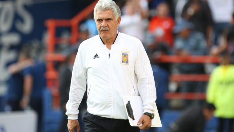 El entrenador Ricardo Ferretti busca ganar el título con Tigres. (Foto Prensa Libre: EFE)