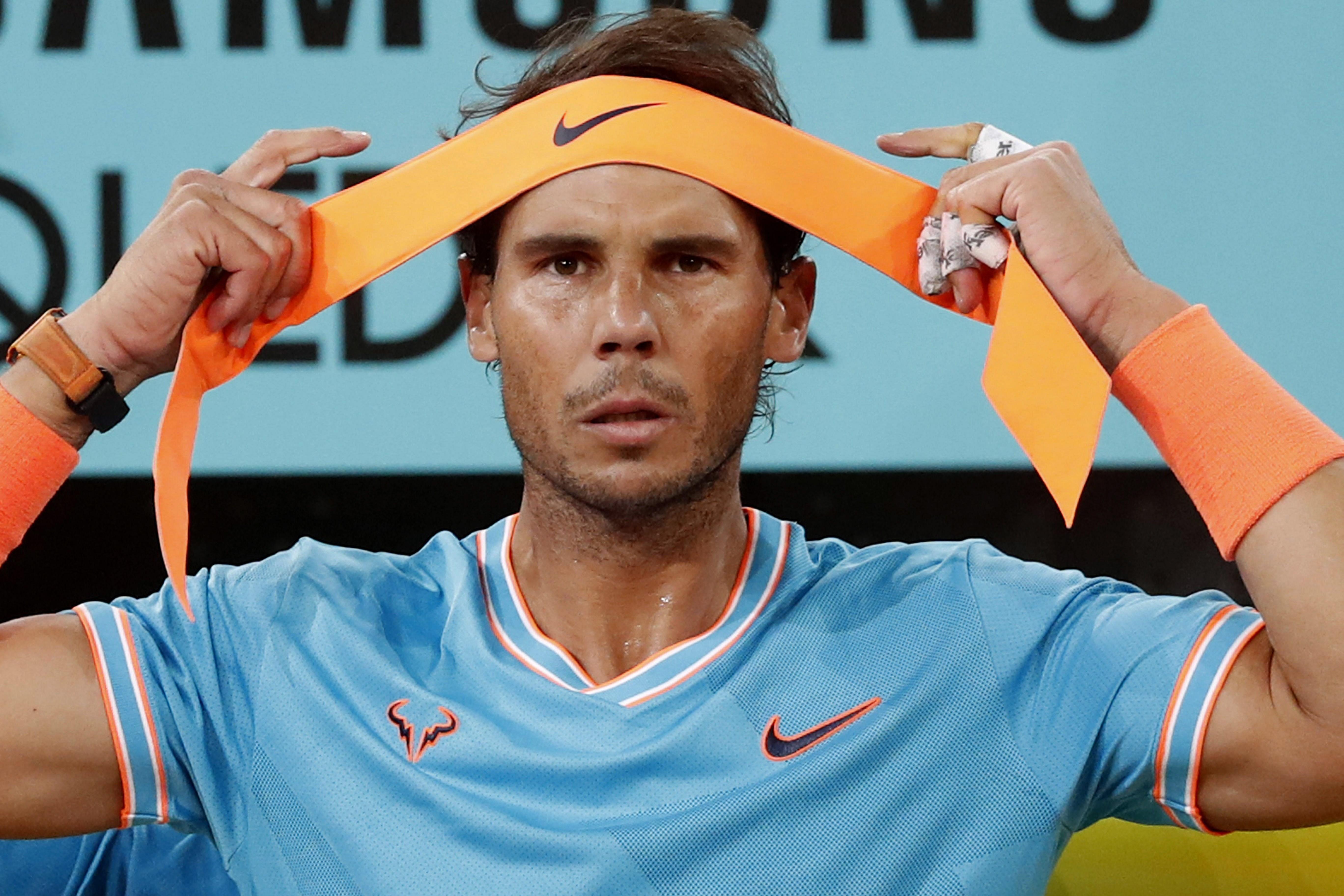 El tenista español Rafa Nadal, durante la semifinal del Mutua Madrid Open ante el griego Stefanos Tsitsipas disputada esta noche en la Mágica, en Madrid. (Foto Prensa Libre: EFE)