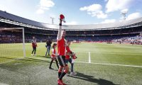 73177694. Rotterdam (Netherlands), 12/05/2019.- Feyenoord's Robin van Persie waves to the fans during his farewell ceremony after the Dutch Eredivisie soccer match between Feyenoord and Den Haag in Rotterdam, The Netherlands, 12 May 2019.