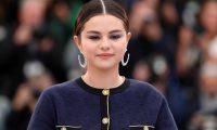 """EPA9443. CANNES (FRANCIA), 15/05/2019.- La actriz estadounidense Selena Gomez posa para los fotógrafos durante la presentación de la cinta """"Los muertos no mueren"""" en el ámbito de la 72ª edición del Festival de Cine de Cannes (Francia), este miércoles. La cinta compite en la sección oficial del certamen, que se celebra del 14 al 25 de mayo. EFE/Ian Langsdon"""