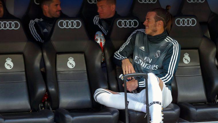 El centrocampista galés del Real Madrid Gareth Bale en el banquillo durante el partido ante el Betis. (Foto Prensa Libre: EFE)
