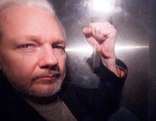 El fundador de WikiLeaks, Julian Assange, mientras abandona Southwark Crown Court en una furgoneta de prisión, en una foto de archivo tomada el pasado 13 de mayo, en Londres, Reino Unido. (Foto Prensa Libre: EFE).