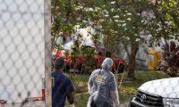 AME6894. MANAOS (BRASIL), 28/05/2019.- Vista exterior este martes del instituto forense de Manaos al que han sido traslados los cuerpos de los reclusos asesinados el pasado domingo en el interior del Complejo Penitenciario Anísio Jobim (Compaj). Brasil afronta una nueva crisis en su sistema penitenciario después que peleas registradas desde el domingo en varias cárceles de Manaos, en el norte del país, dejaron al menos 55 muertos. EFE/Raphael Alves