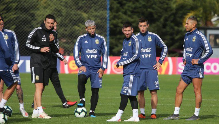 Lionel Messi trabajó hoy con la Selección de Argentina. (Foto Prensa Libre: EFE)