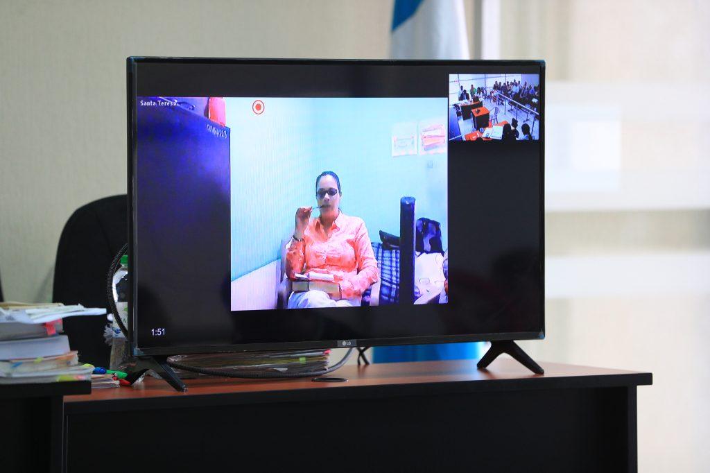 Durante una videoconerencia se anuncia que Roxana Baldetti será procesada por haber tenido 48 plazas fantasma en el Registro de Información Catastral (RIC), lo que se convierte en el quinto proceso legal contra la exvicepresidenta por corrupción, quien ya purga una condena. Foto Prensa Libre
