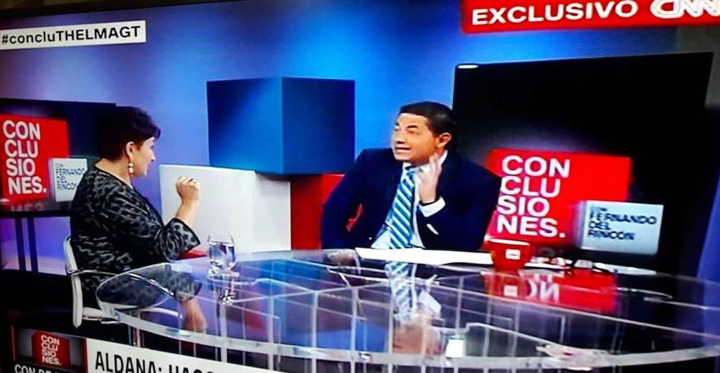 Thelma Aldana, candidata presidencial, habla con el periodista Fernando del Rincón, de CNN en Español.