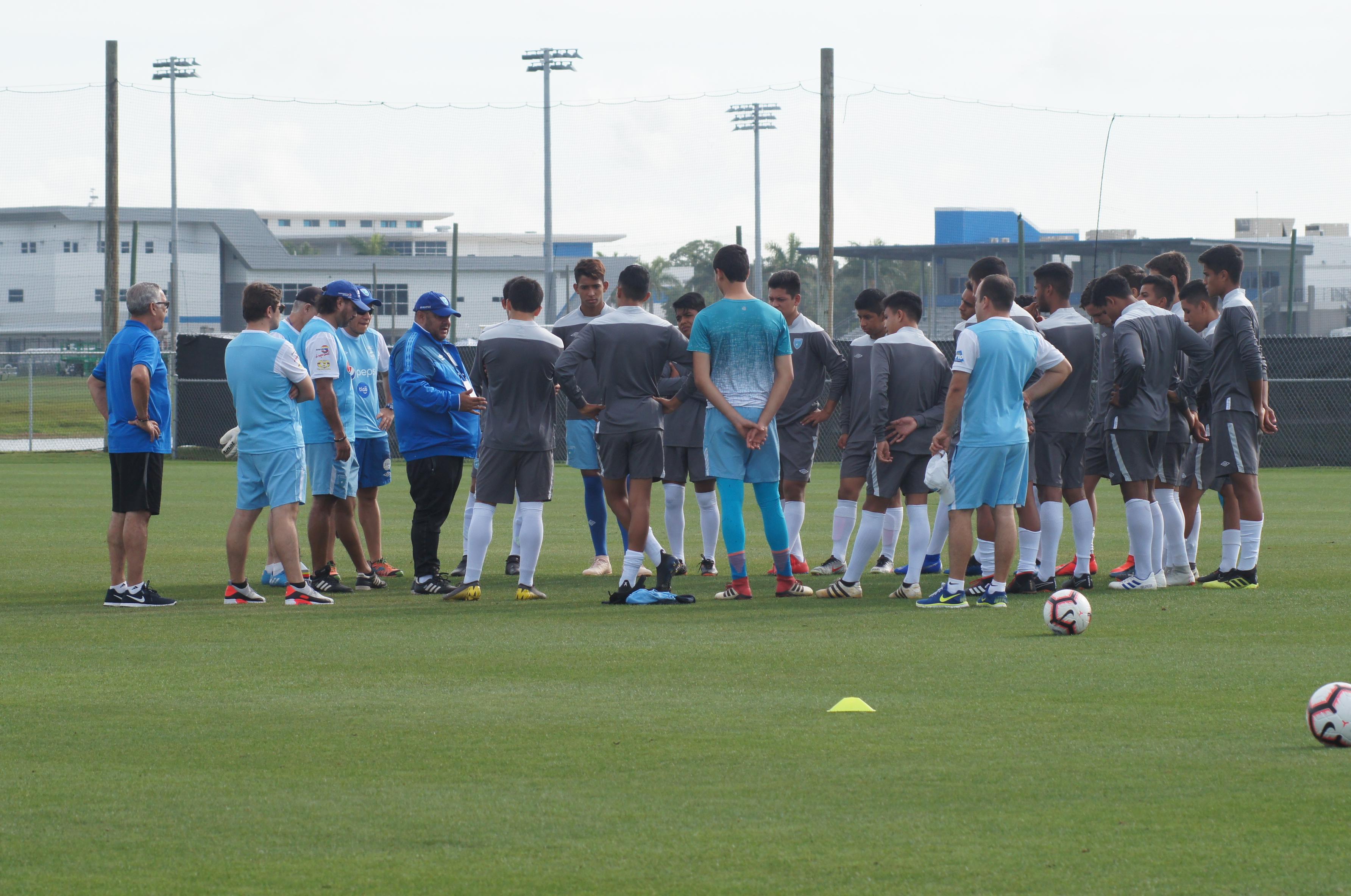 La Selección de Guatemala Sub 17, dirigida por el entrenador Antonio García tiene una prueba de fuego este lunes por la tarde. (Foto Prensa Libre: CDG)