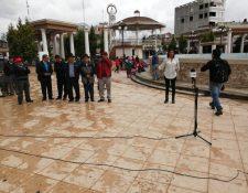 Cabildo Abierto de Prensa Libre y Noticiero Guatevisión se transmitió desde el parque central de Totonicapán. (Foto Prensa Libre: María José Longo)