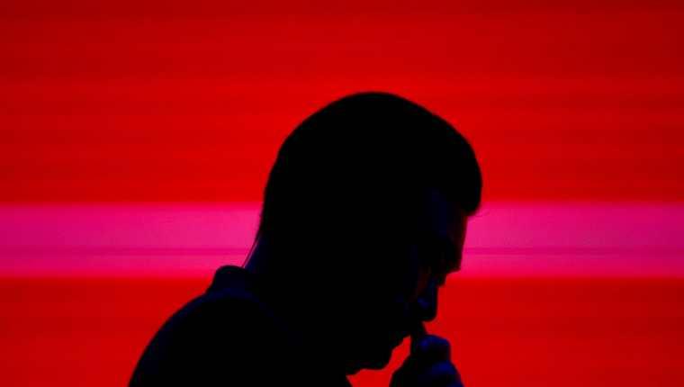 La depresión es un trastorno del estado de ánimo que se caracteriza por, entre otros síntomas, una emoción de tristeza intensa que perdura en el tiempo, apatía o irritabilidad excesiva, cansancio, sentimientos de culpa y de inutilidad, una visión negativa de uno mismo y del futuro (Foto Prensa Libre: EFE).