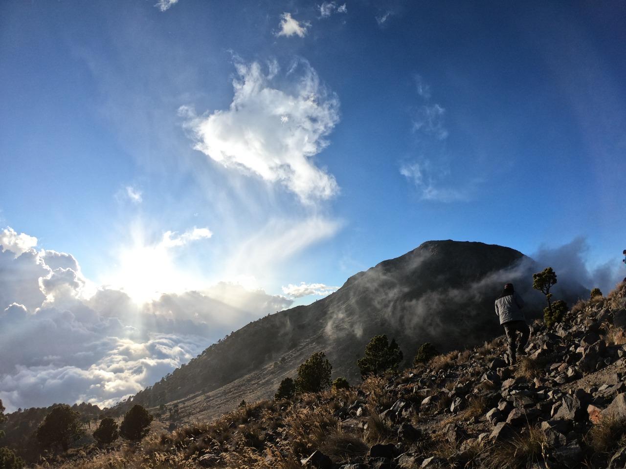 La Asociación de Turismo de Aventura Guaemala organiza limpieza del volcán Tajumulco. (Foto Prensa Libre: Cortesía)