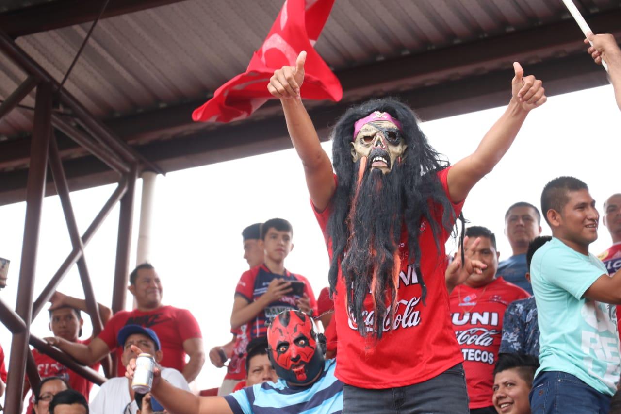 La afición de Malacateco disfrutó al máximo el partido frente a Cobán Imperial. (Foto Prensa Libre: Raúl Juárez)