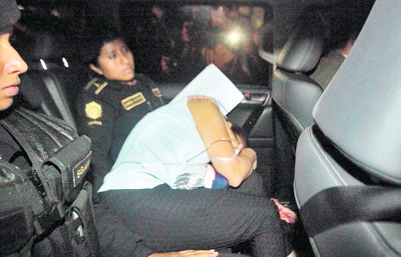 Baldetti fue trasladada en un vehículo blindado a Matamoros en la zona 1 de Guatemala. Foto Prensa Libre