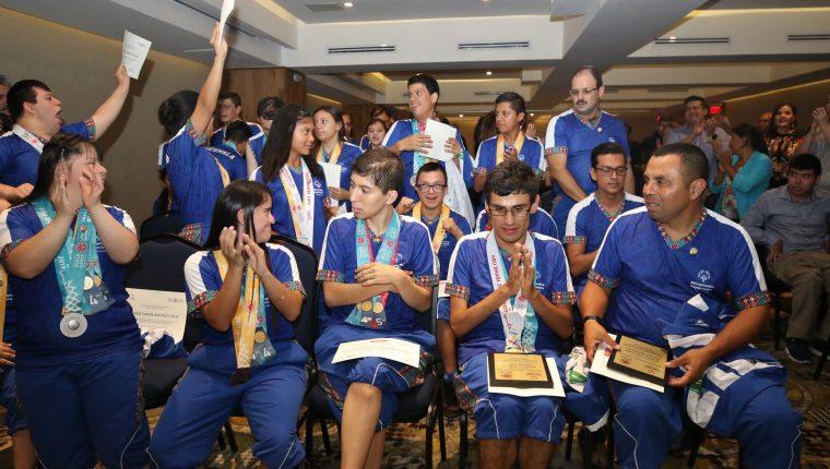 La delegación guatemalteca de Olimpiadas Especiales recibió un reconocimiento por la actuación en los Juegos Mundiales de Verano. (Foto COG).