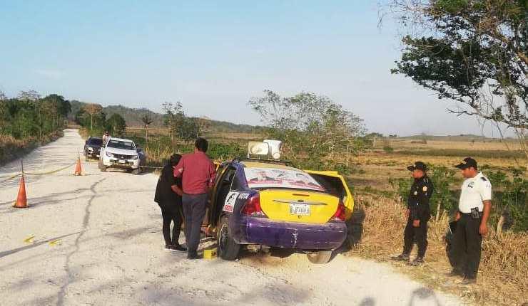 Este fue el vehículo atacado en el resultó ileso Luis Tezucún, candidato a alcalde. (Foto Prensa Libre: Cortesía)
