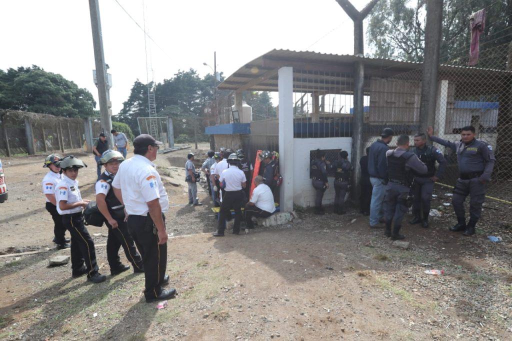 Esta mañana los cuerpos de socorro informaron sobre un ataque en la granja penal de Pavón. Foto Prensa Libre: Érick Ávila