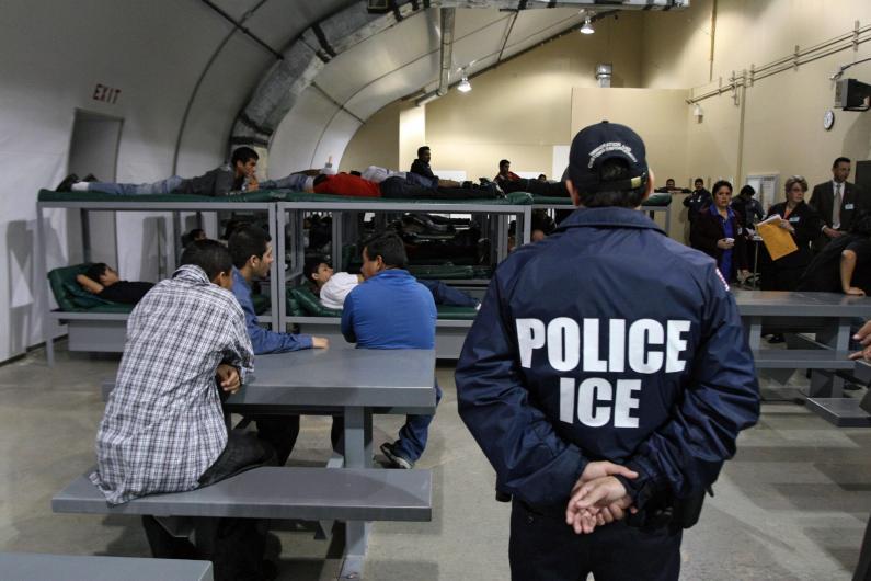 Los indocumentos sometidos a esa reclusión sufrieron secuelas, como alucinaciones, impulsos suicidas o ataques de ira. (Foto tomada de Denver Post)
