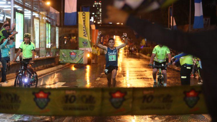 Mario Pacay, al momento de ingresar a la meta. (Foto Prensa Libre: Edwin Fajardo)