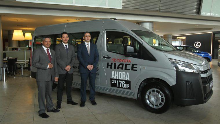 Directivos de Cofiño Stahl, mostraron el nuevo modelo de Toyota HIACE. Foto Norvin Mendoza