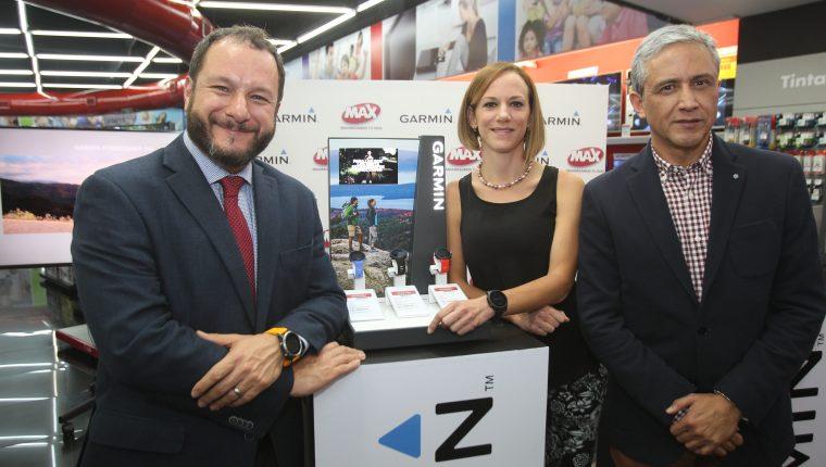 Martín Prera, director de mercadeo de Grupo Distelsa; Cecilia Larra, embajadora de Garmin, y Roberto Méndez, gerente de marca Garmin, presentaron los nuevos modelos de relojes inteligentes.
