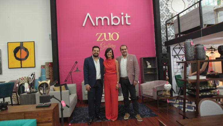 Edgar y Laura Salguero  representantes de Ambit junto a Héctor Hernández de Zuo en la presentación de los nuevos productos