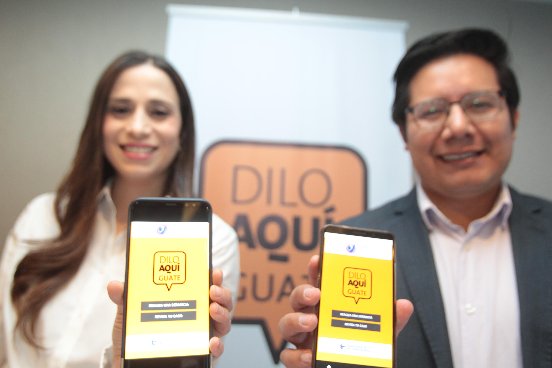 Melissa Martínez gerente de Proyectos Especiales de Fundación Tigo y Edie Cux de Acción Ciudadana presentaron la aplicación para denuncias de actos anómalos de funcionarios públicos