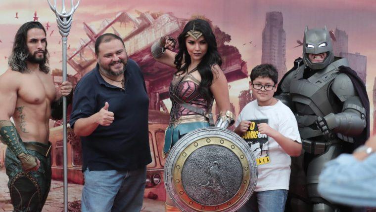 Personas de todas las edades compartieron con superhéroes en la XPO Comicon 2019, en Fórum Majadas. (Foto Prensa Libre: Juan Diego González).