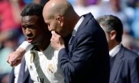 Real Madrid's French coach Zinedine Zidane (R) talks to Real Madrid's Brazilian forward Vinicius Junior during the Spanish league football match between Real Madrid CF and Villarreal CF at the Santiago Bernabeu stadium in Madrid on May 5, 2019. (Photo by JAVIER SORIANO / AFP)