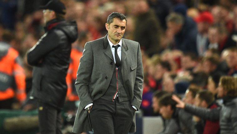 El entrenador del Bacerlona Ernesto Valverde volvió a fallar en Europa. (Foto Prensa Libre: AFP)