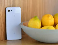 Los teléfonos están bajando de precio pero no de calidad (Foto Prensa Libre: AFP).