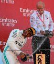 Así festejó Lewis Hamilton la victoria. (Foto Prensa Libre: AFP)