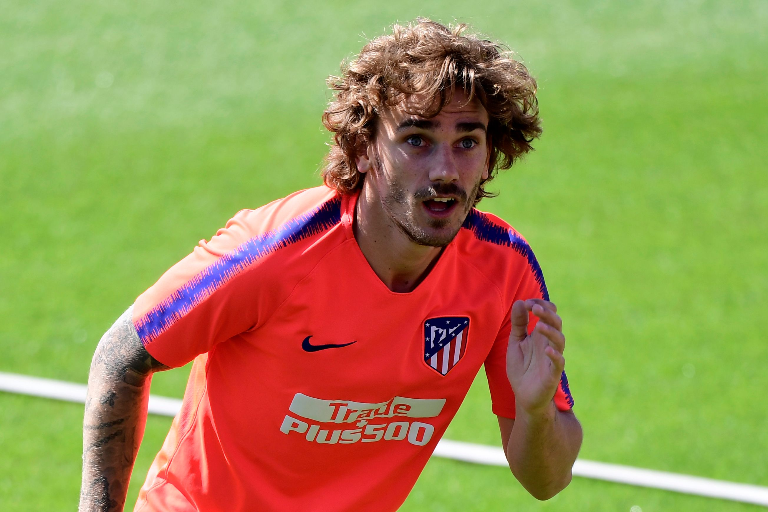 Atletico Madrid's French forward Antoine Griezmann attends a training session at the club's training ground in Majadahonda outside of Madrid on May 16, 2019. - Griezmann's decision to leave Atletico Madrid has plunged the club into chaos and fired the starting gun for a summer scramble among Europe's elite. (Photo by JAVIER SORIANO / AFP)