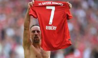 Bayern Munich's French midfielder Franck Ribery celebrates with his jersey after scoring during the German first division Bundesliga football match  FC Bayern Munich vs Eintracht Frankfurt in the stadium in Munich, southern Germany, on May 18, 2019. (Photo by Christof STACHE / AFP) / DFL REGULATIONS PROHIBIT ANY USE OF PHOTOGRAPHS AS IMAGE SEQUENCES AND/OR QUASI-VIDEO