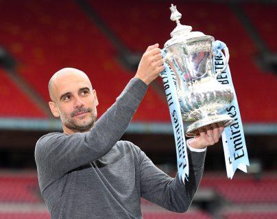 El entrenador del Mánchester City, Pep Guardiola, quiere seguir haciendo historia en la Premier League. (Foto Prensa Libre: EFE)