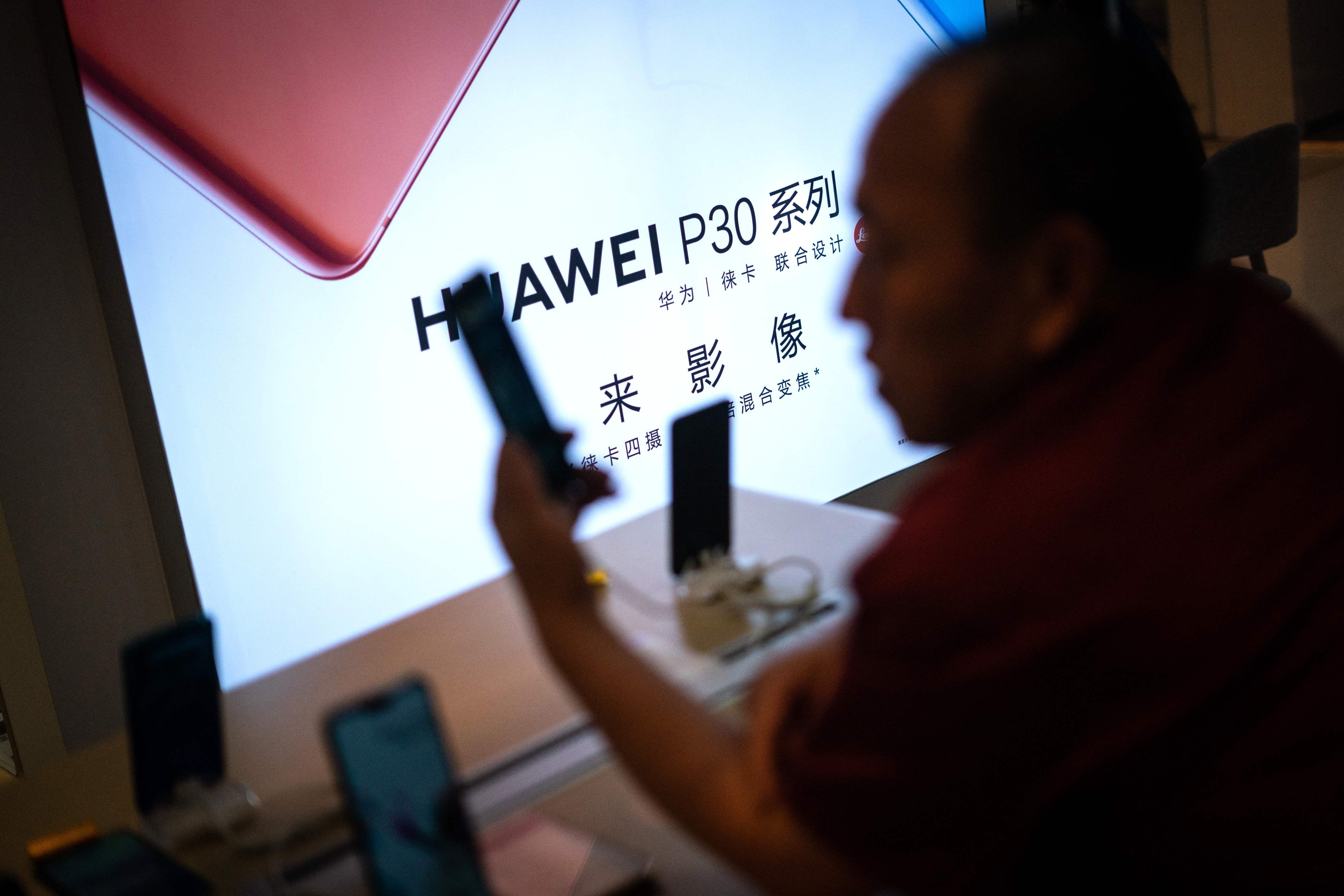 Los dispositivos ya existentes de la compañía china se podrán usar con total normalidad. (Foto Prensa Libre: AFP)