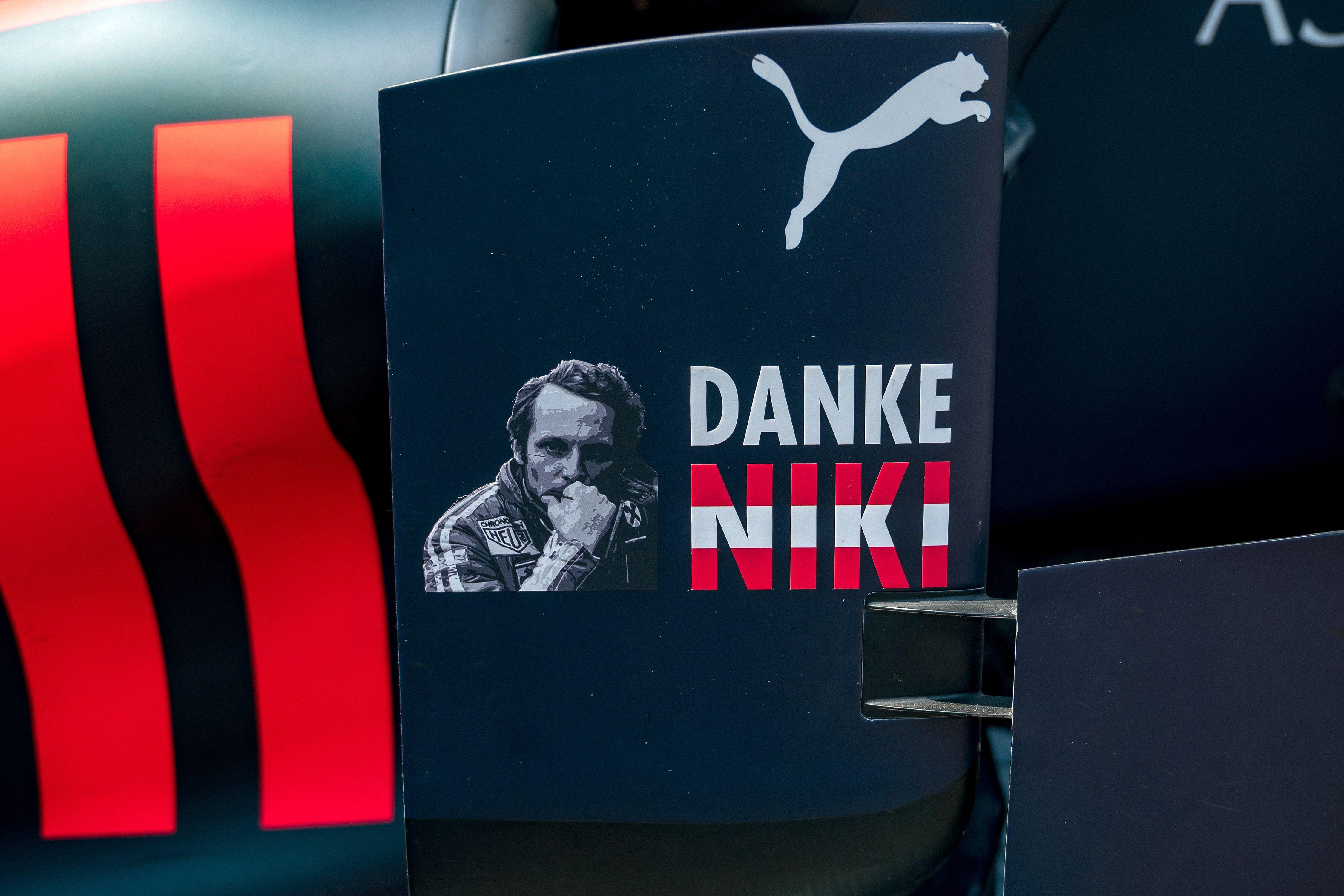 """""""Gracias Niki"""" es el lema en el Gran Premio de Fórmula Uno en Mónaco. (Foto Prensa Libre: AFP)"""