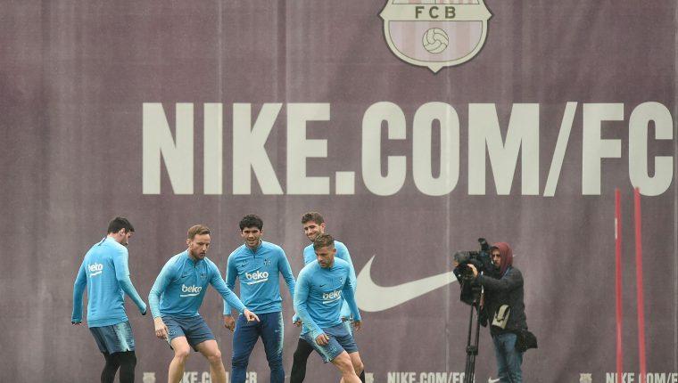 Entrenamiento del Barcelona, previo a la final de la Copa del Rey. (Foto Prensa Libre: AFP)
