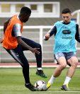 El defensor Samuel regresó a Barcelona por una lesión y es baja para  Francia. (Foto Prensa Libre: AFP)