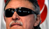 Colombian FARC Political Party member Jesus Santrich attends a press conference in Bogota on May 30, 2019, following his release. - Colombia's Supreme Court ordered Wednesday the 'immediate release' of former FARC guerrilla leader Jesus Santrich, who is wanted by the United States for allegedly drug trafficking, due to his parliamentary immunity. (Photo by JUAN BARRETO / AFP)