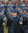 En promedio cada año la PNC gradúa a dos mil 500 nuevos policías. (Foto Prensa Libre: Hemeroteca PL)